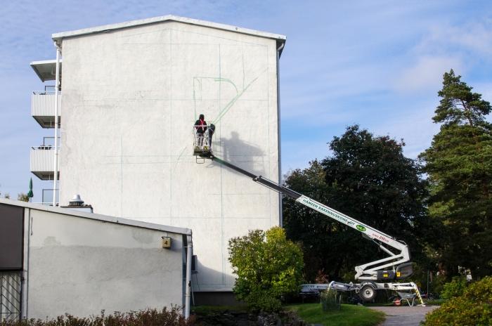 Roihuvuoren Prinssintie 4:ssä on tällä viikolla aloitettu muraalin teko.
