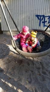 Lapset puistossa Kuva Elina Havasto