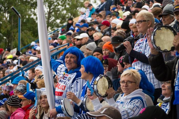 Siniset peruukit olivat kova sana Vimpelin fanien keskuudessa