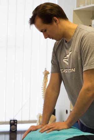 Karri Eliassonilla on kuuden vuoden kokemus urheiluhierojan ammatista.